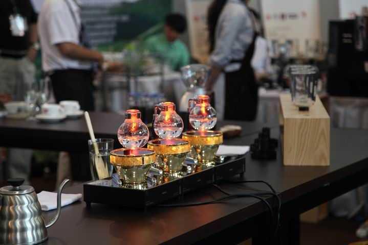 """""""中国普洱咖啡杯""""世界虹吸壶大赛是个怎样的赛事?"""