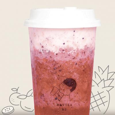 清甜饱满的鲜茶水果系列的推出 旨在让顾客可以享受水果与好茶结合的美妙口感  精选优质茶叶为茶底,以天然糖分温润中和 诠释出清爽丰富的口感